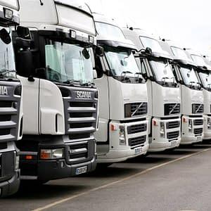 Sunkvežimių vairuotojai Lietuvoje uždirba mažiau nei krovikai (atlyginimų palyginimas)